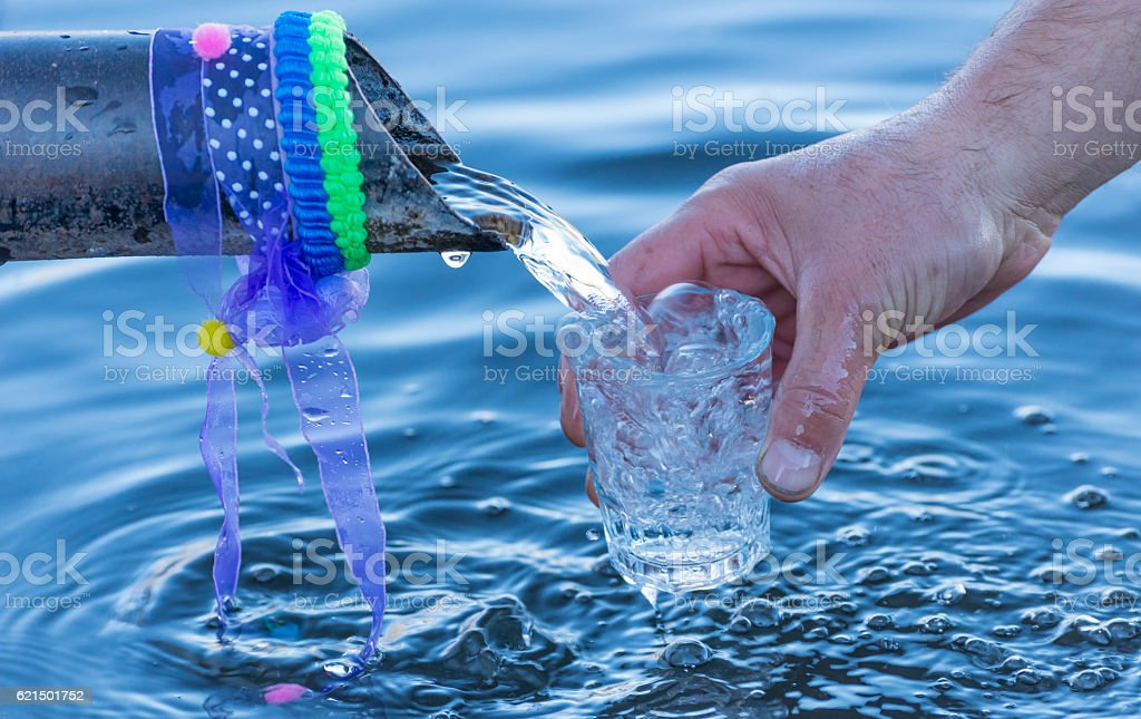 drink natural spring water photo libre de droits