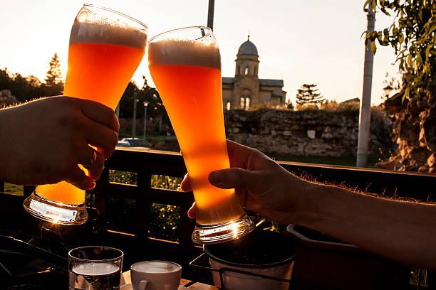 Trinken Bier mit heißen japanischen Mädchen führt zu wilden Gruppe sex