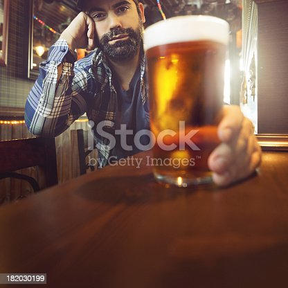 istock Drinking craft beer. 182030199