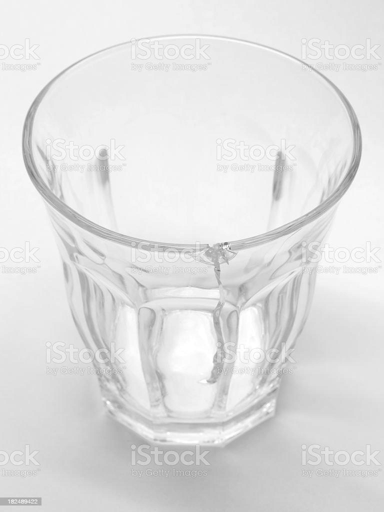 trinkt ein glas mit riss stockfoto und mehr bilder von. Black Bedroom Furniture Sets. Home Design Ideas
