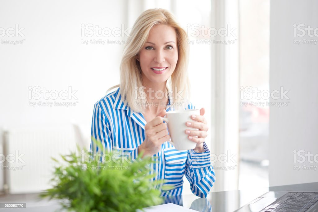 Drinking morning tea in the office 免版稅 stock photo