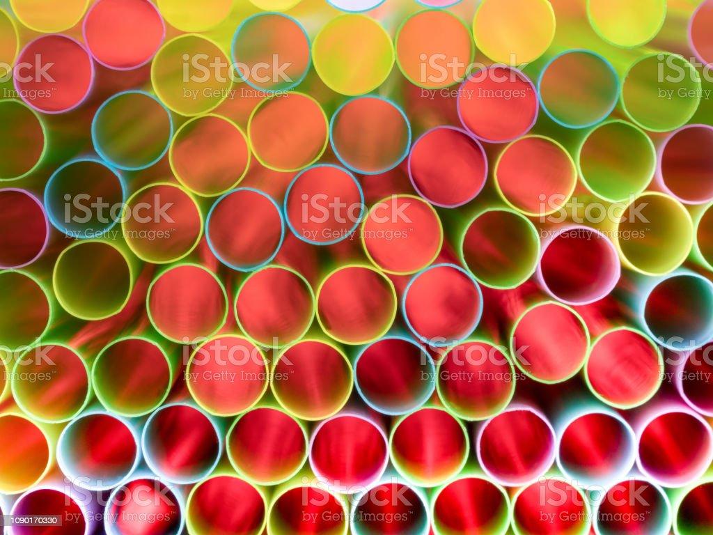 0610 sauberem Stroh bündeln von hinten mit rot beleuchteten, – Foto