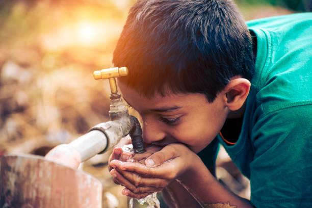 woda pitnej - tap water zdjęcia i obrazy z banku zdjęć