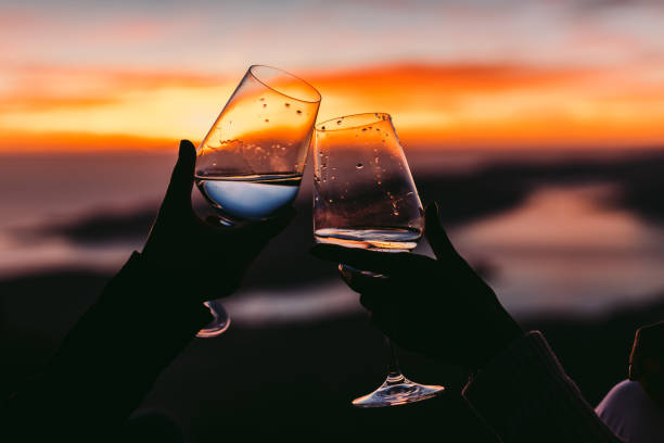 trinken Wein bei Sonnenuntergang – Foto