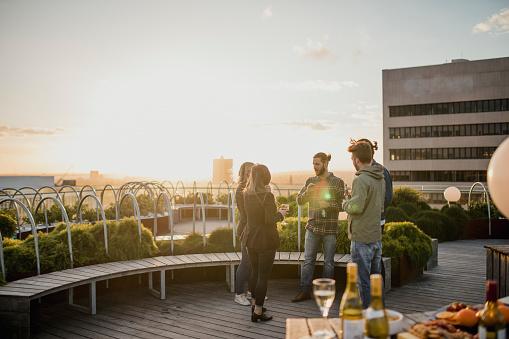 Getränke Auf Dem Dach Stockfoto und mehr Bilder von Abenteuer