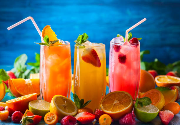 des boissons - jus de fruit photos et images de collection