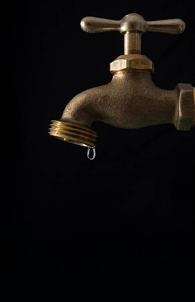 Tropfender Wasserhahn – Foto
