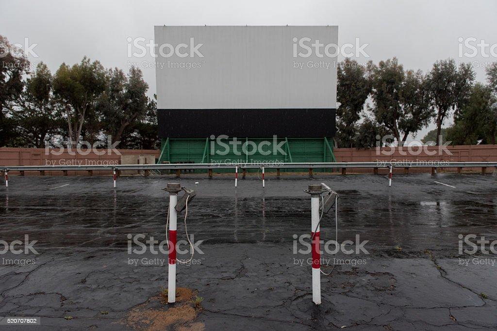 Drive-in Film-Bereich mit Fernseher, Lautsprecher-Stöcke – Foto