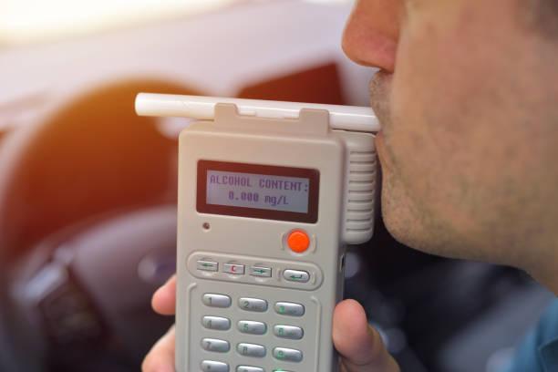 condutor devido a ser submetido a teste de teor alcoólico com o uso de bafômetro - bafometro - fotografias e filmes do acervo