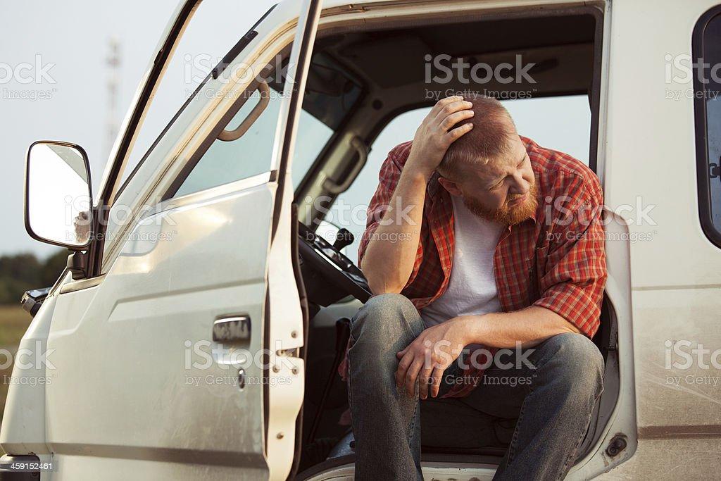 Conductor de coche es el pensamiento de estar - foto de stock