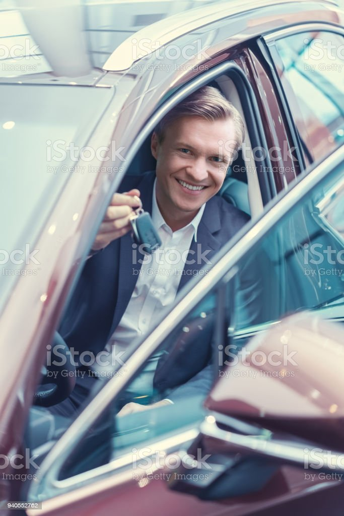 Fahrer mit Schlüssel – Foto