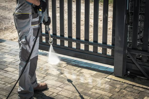 driveway pressure washing - high pressure cleaning stock photos and pictures
