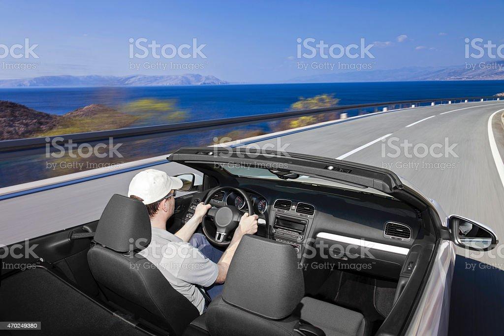 Conducir un coche en carretera costera - Foto de stock de 2015 libre de derechos