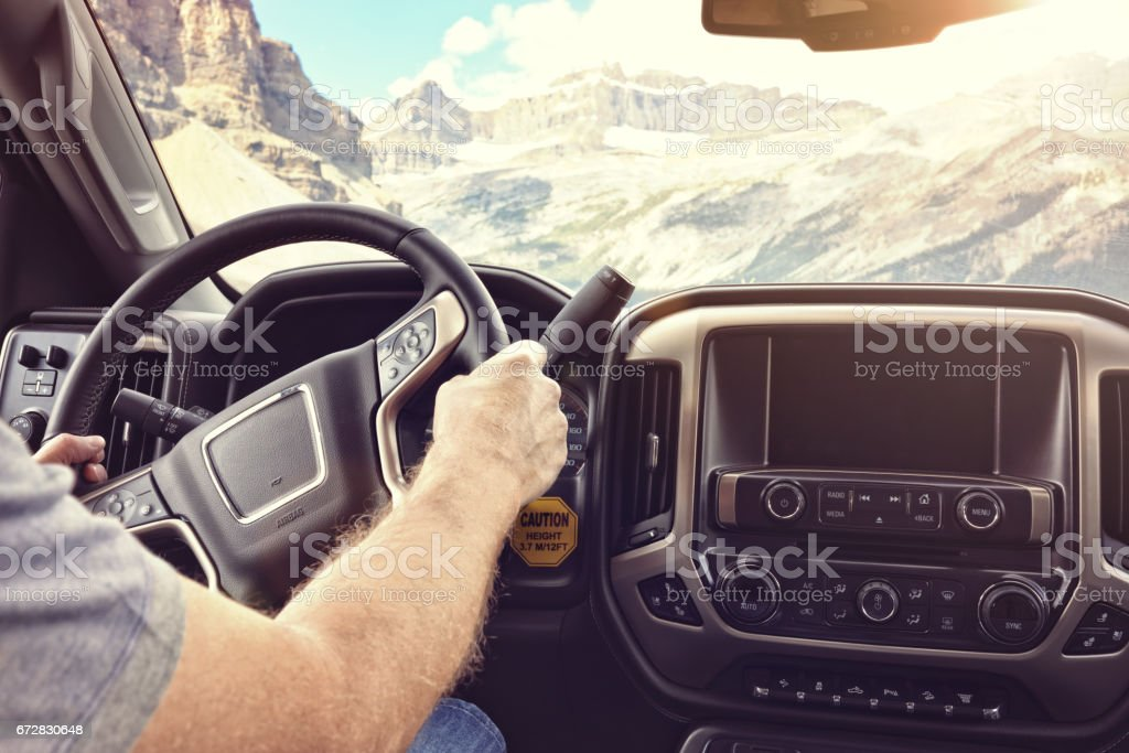 Driving a car or truck on a rural road through the mountains – Foto