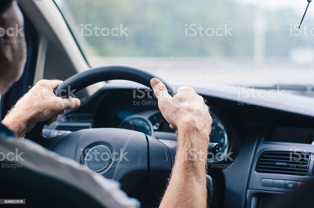 Driving a car, view from the back seat. – Foto