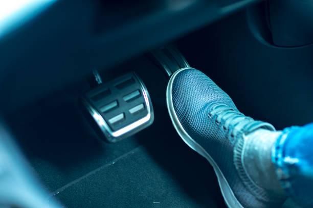 駕駛斷裂汽車 - 剎車制 個照片及圖片檔
