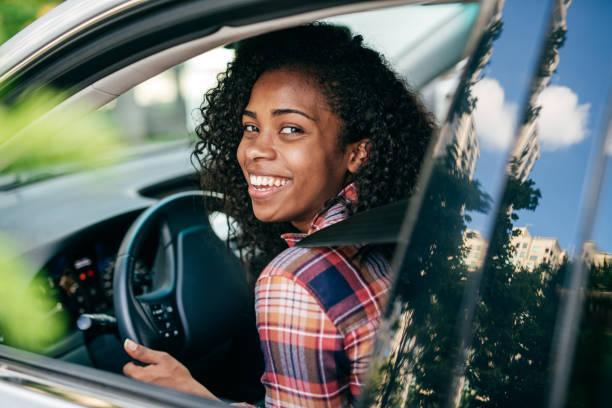 driving-unterricht - berufsfahrer stock-fotos und bilder