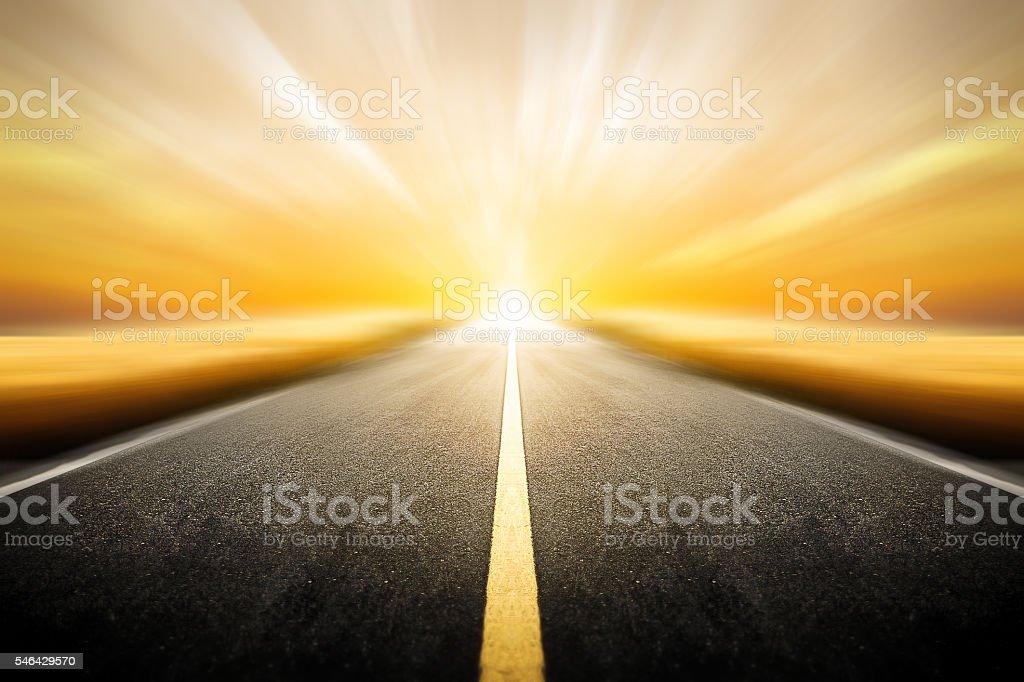 Driving on an blurred empty asphalt road twilight sky - foto de stock