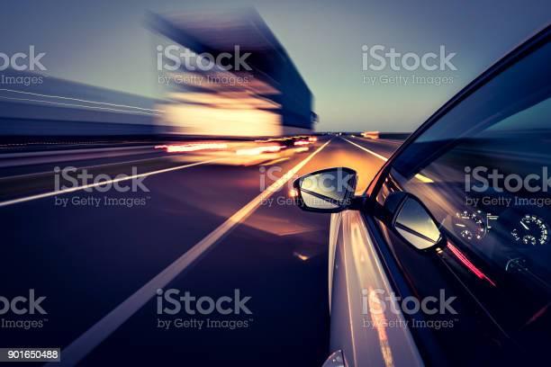 Driving On The Road - Fotografias de stock e mais imagens de Alfalto