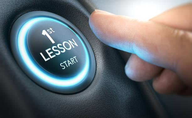 conducción escolar concepto, primera lección para principiante - aprender a conducir fotografías e imágenes de stock