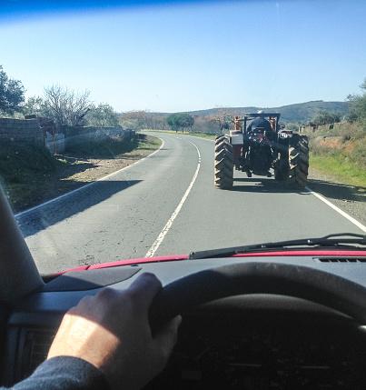 Driving Slow Behind A Tractor Foto de stock y más banco de imágenes de Agricultura
