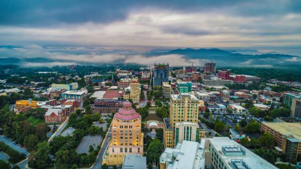 Drone aéreos del horizonte centro Asheville Carolina del norte - foto de stock