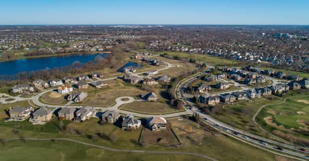 Drohnen-Luft-Panoramablick auf das Wohnviertel Libertyville, Vernon Hills, Chicago, Illinois. – Foto