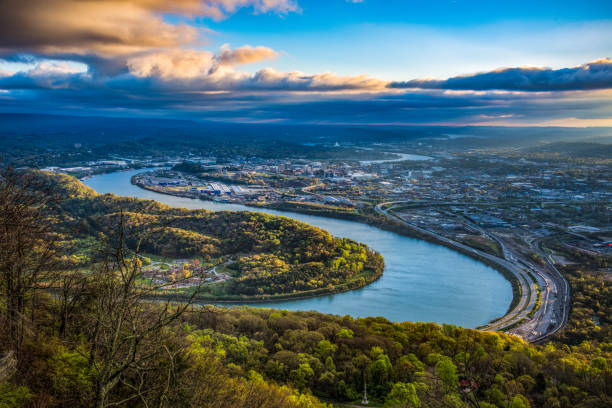 Drone Aerial View of Downtown Chattanooga Tennessee and Tennessee River Drone Aerial View of Downtown Chattanooga Tennessee TN and Tennessee River tennessee river stock pictures, royalty-free photos & images