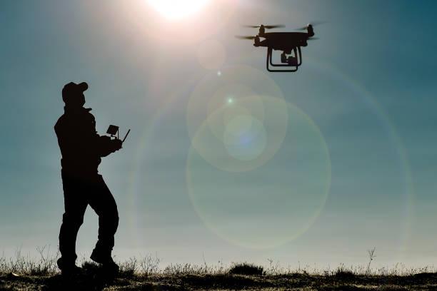 essai et formation en vol de drones - drone militaire photos et images de collection