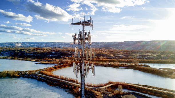 drone image of a cellular tower in front of lakes - ripetitore per telefoni cellulari foto e immagini stock