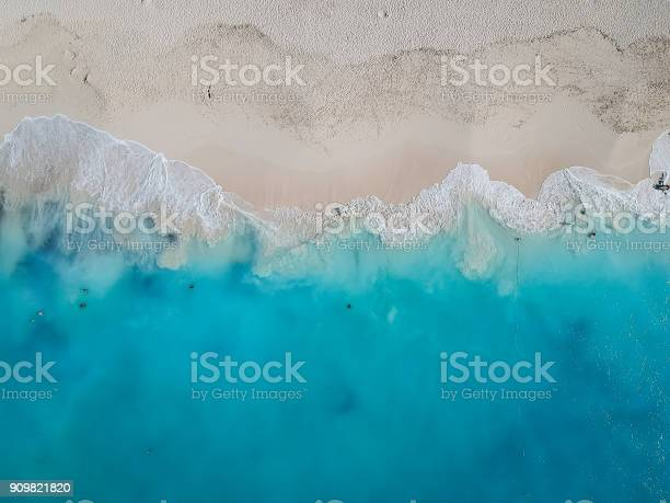 Drone photo grace bay providenciales turks and caicos picture id909821820?b=1&k=6&m=909821820&s=612x612&h=iwxtki61vnatfsd8tzqfkswlhrb4frdbucu0leiren0=