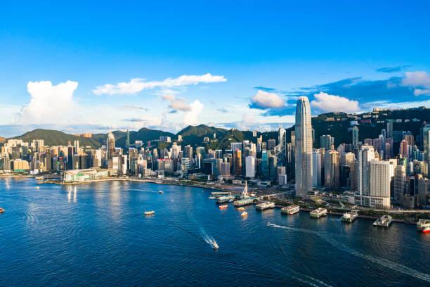 drönarvy över victoria harbour, hongkong - hongkong bildbanksfoton och bilder