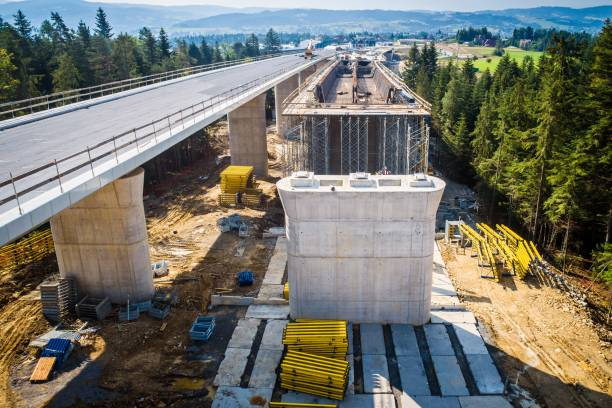 Drohne Blick auf Autobahnbrücke in Bau – Foto