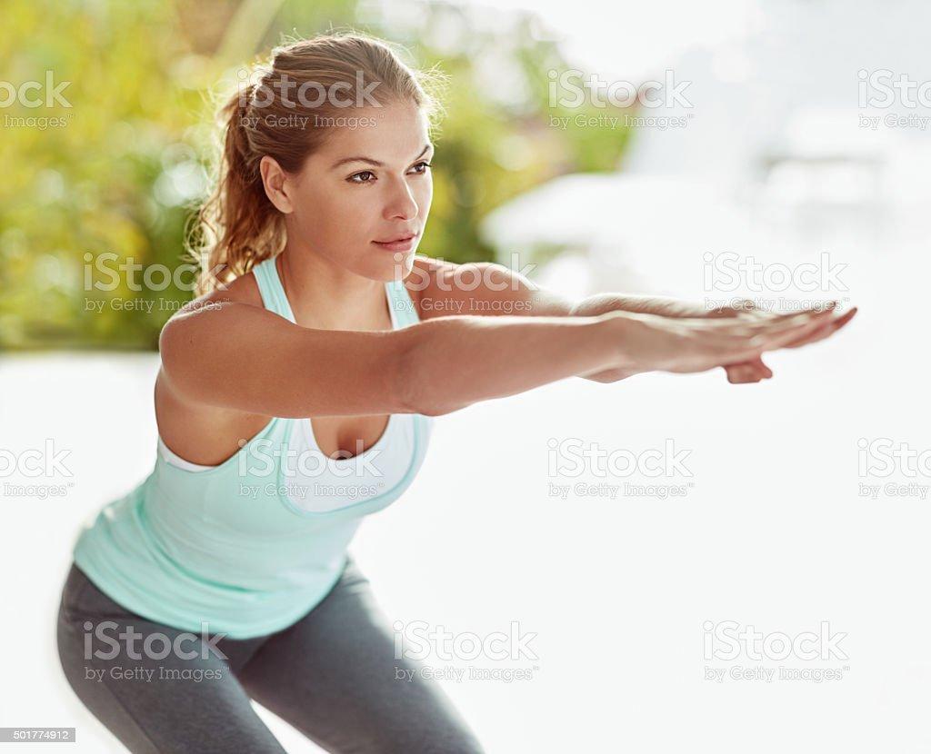 Trascinalo come uno squat. - foto stock