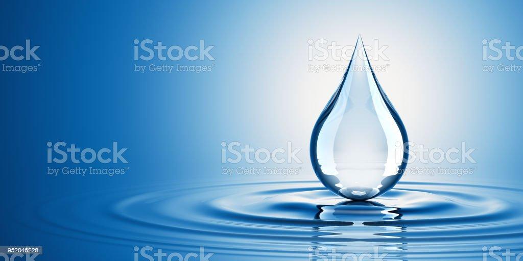 Gota en el agua - foto de stock
