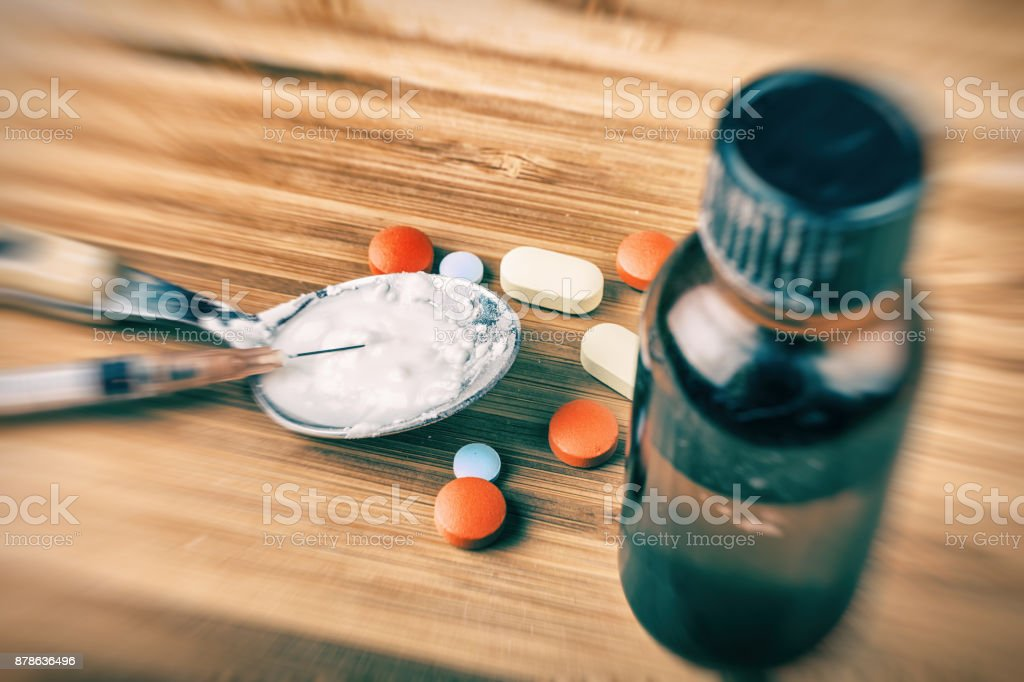 Drug addiction and chemsex illustration with syringe, spoon, white powder, pills and poppers - Royalty-free Abuse Stock Photo