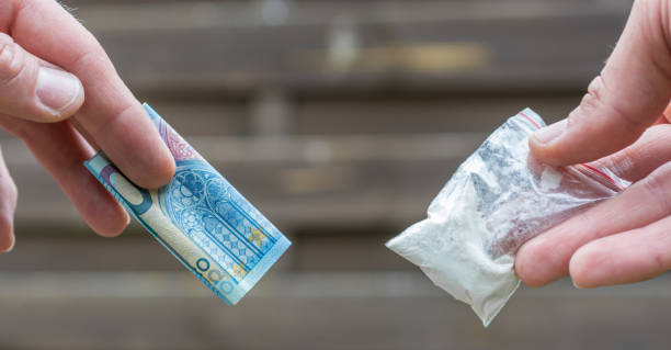 Drug dealer sells drugs for cash drugs, crime cocaine stock pictures, royalty-free photos & images