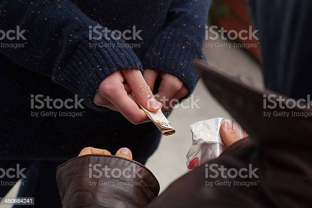 Narcotraficante Toma El Dinero Foto de stock y más banco de imágenes de Abuso