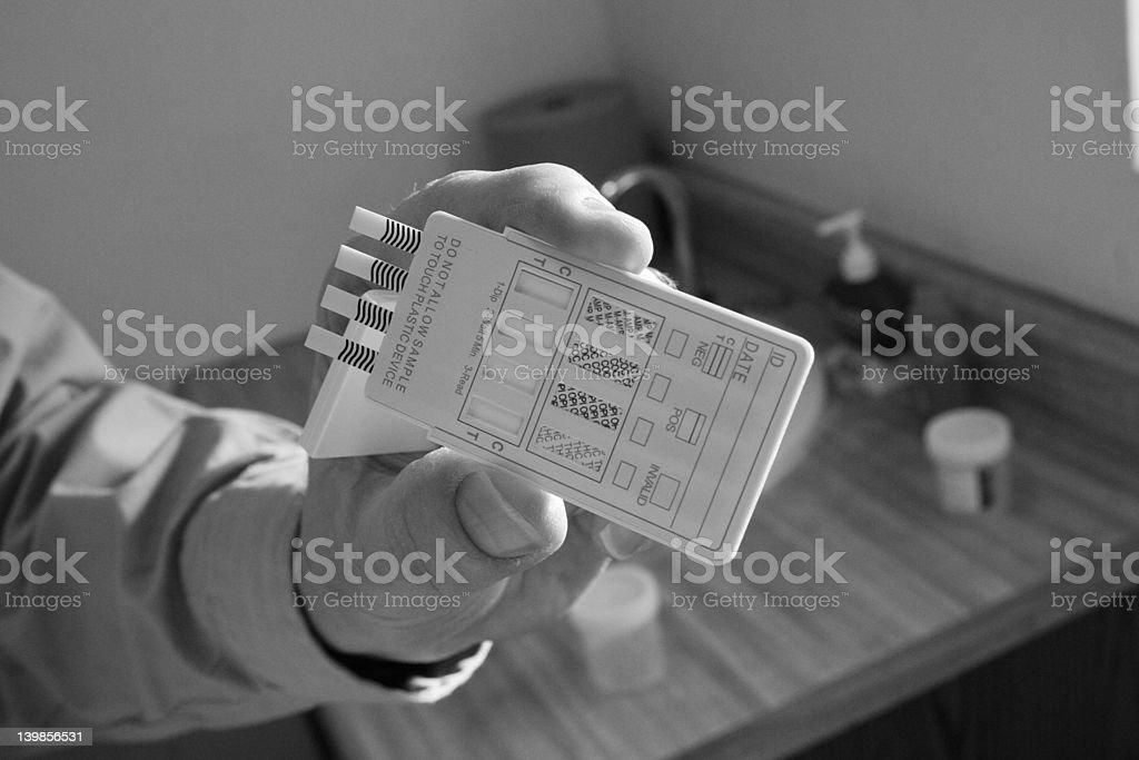 Prueba de drogas blanco y negro - foto de stock