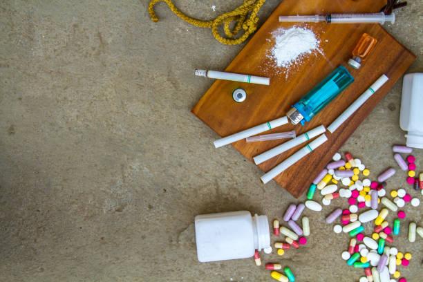 drugs and addictions - narcótico imagens e fotografias de stock