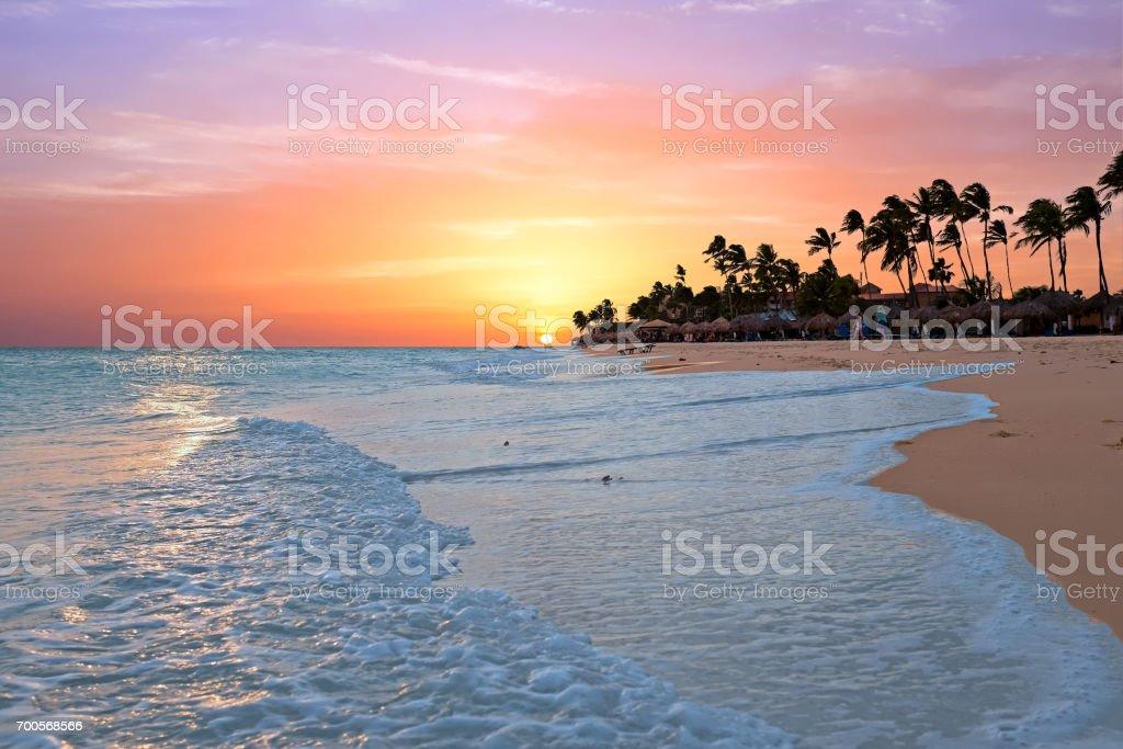 Druif beach at sunset on Aruba island in the Caribbean sea – zdjęcie