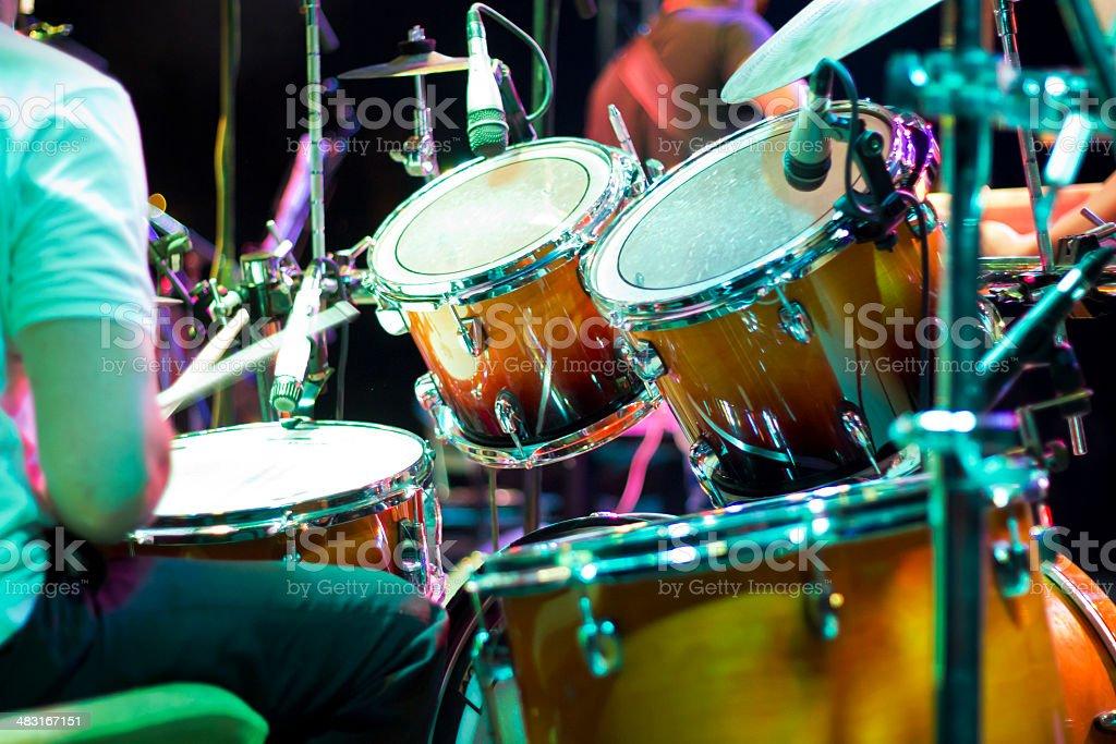 Drum кit no palco - foto de acervo