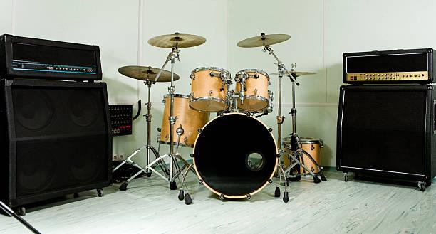 Drum set Drum set in studio drum kit stock pictures, royalty-free photos & images