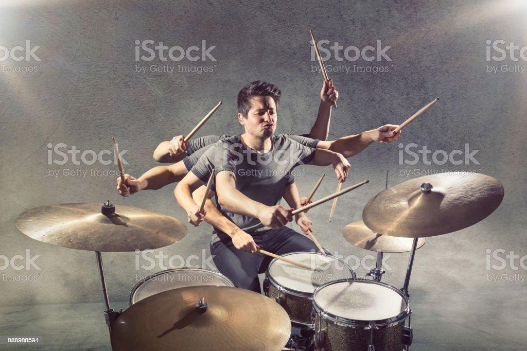 Baterista com muitos braços - foto de acervo