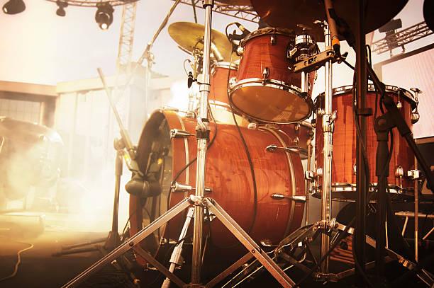 drumset - schlagzeuge stock-fotos und bilder