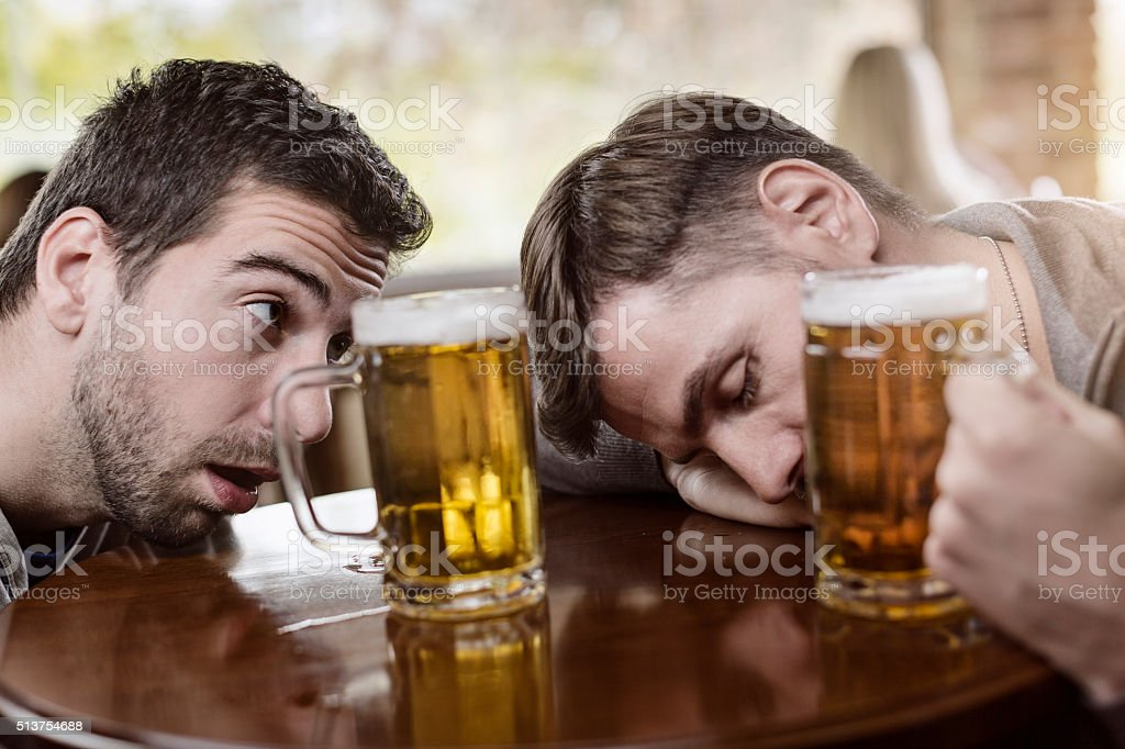 Муж часто выпивает с друзьями