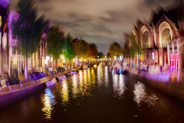 betrunken auf die stadt amsterdam. - feiertage holland 2016 stock-fotos und bilder