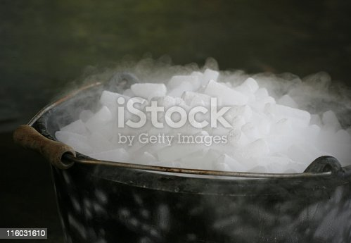 Pellets of dry ice used by wine growers for maceration and conservation.