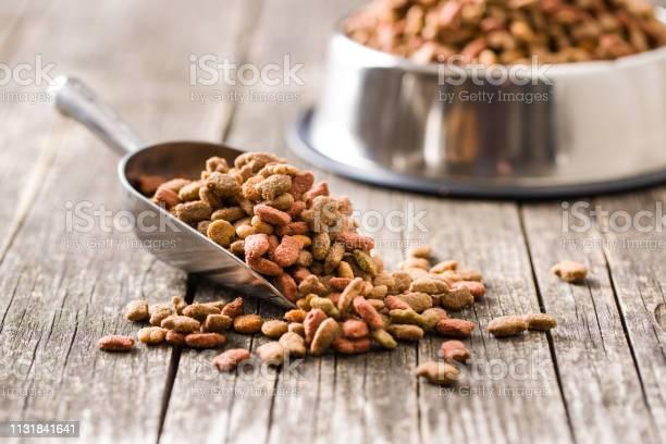 Dry pet food picture id1131841641?b=1&k=6&m=1131841641&s=612x612&h=rbicx2kqeu5ysciumcy3dt0bsy9hvetvhknxvqenjy4=
