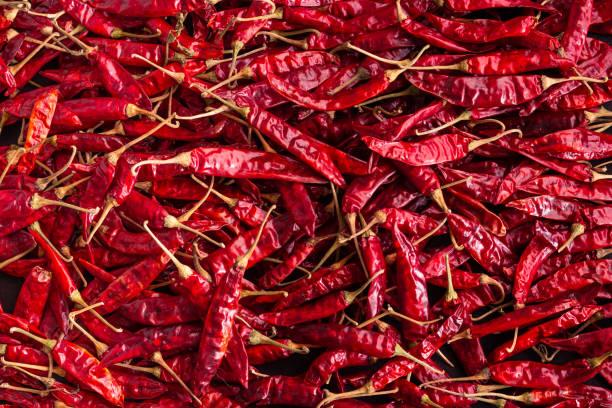 droge rode chilipepers - rode chilipeper stockfoto's en -beelden